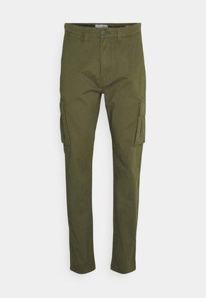 TRUC CARGO FIRM WAIST - Cargo trousers - ivy green