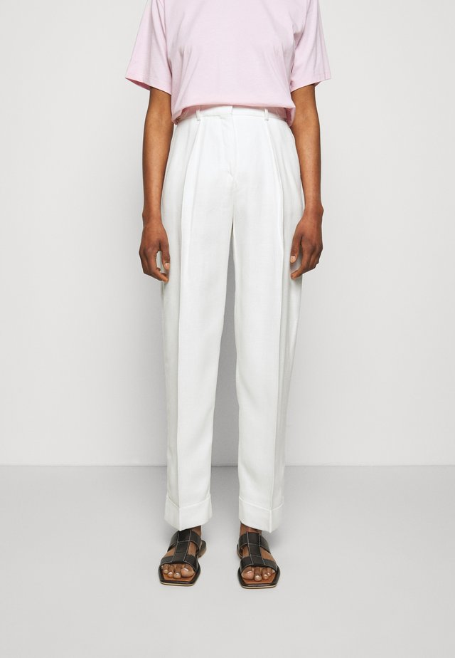 BASKET WEAVE TAPERED TROUSERS - Broek - clotted cream