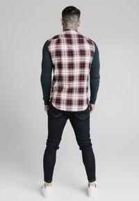 SIKSILK - LONG SLEEVE CHECK GRANDAD SHIRT - Shirt - grey/red - 2