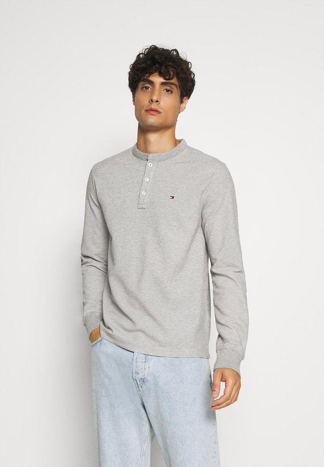 ESSENTIAL LONG SLEEVE HENLEY - Long sleeved top - grey