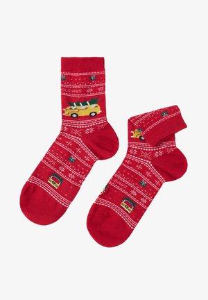 FAMILY CHRISTMAS - Socks - holiday red