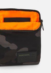 Diesel - DISCOVER-ME F-DISCOVER CROSS CROSS BODYBAG - Across body bag - jet black/gray - 2