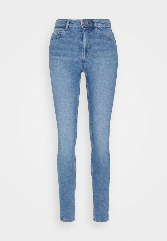 PCMIDFIVE FLEX - Skinny džíny - light blue denim