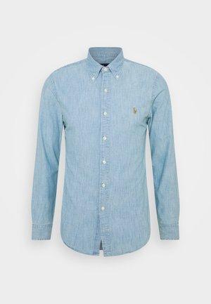 CHAMBRAY SLIM FIT - Camicia - light indigo
