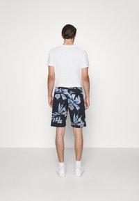 NN07 - SEB SHORTS  - Shorts - navy print - 2