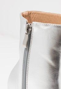 BEBO - WINONA - Kotníková obuv na vysokém podpatku - silver - 2