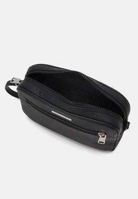 Armani Exchange - BEAUTY CASE - Accessorio da viaggio - nero - 2