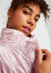 Under Armour - ATHLETE RECOVERY IRIDESCENT JACKET - Sports jacket - dash pink - 3