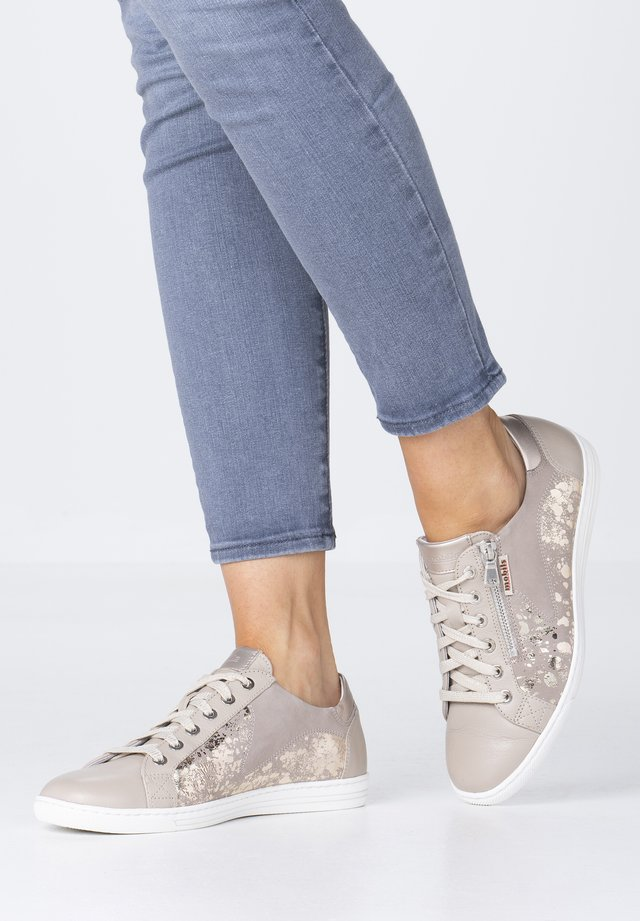 HAWAI SHINY - Trainers - light taupe