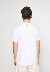 Mennace - UNISEX IN MY DREAMS - Printtipaita - white - 2