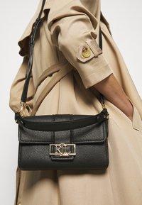 Lauren Ralph Lauren - CLASSIC PEBBLE SPENCER - Handbag - black - 1