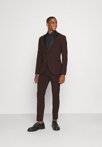 Isaac Dewhirst - THE TUX - Kostym - bordeaux - 0