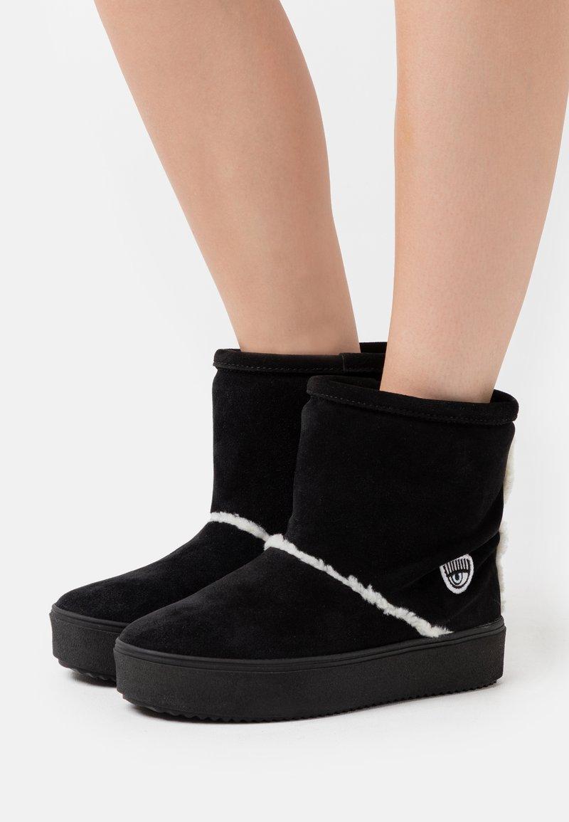CHIARA FERRAGNI - BOOT - Classic ankle boots - black