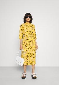 ONLY - ONLNOVA LUX  SHIRT DRESS - Skjortekjole - golden yellow/white - 1