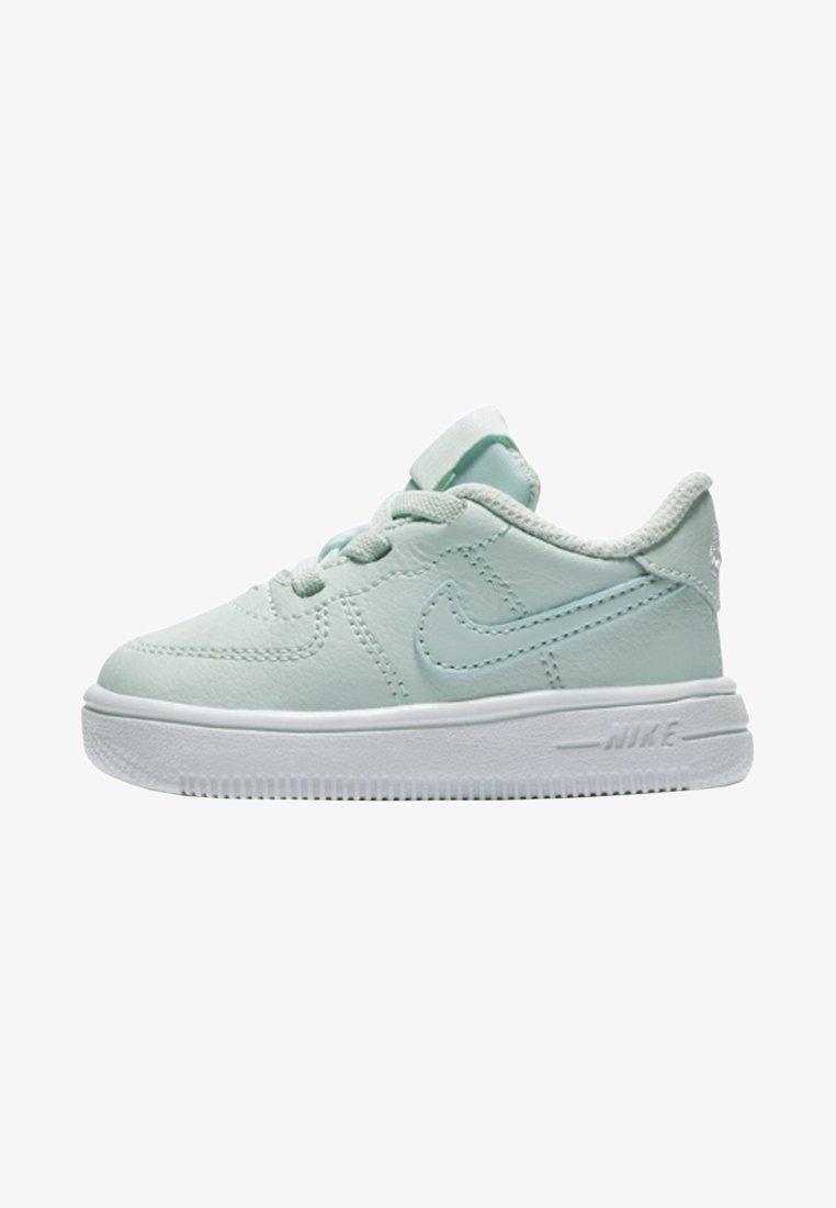 Nike Sportswear - FORCE 1 18 - Sneaker low - igloo/white