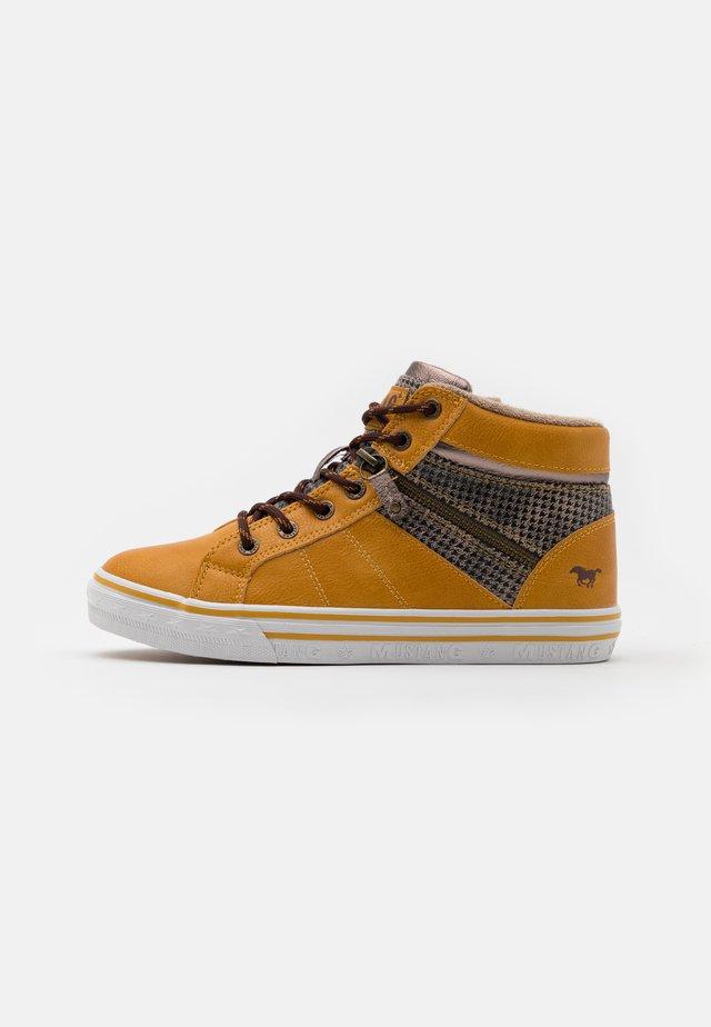 Sneaker high - gelb/beige