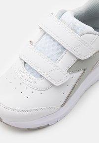 Diadora - JR UNISEX - Neutral running shoes - white/silver - 5