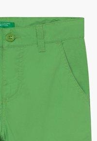 Benetton - BERMUDA - Kraťasy - green - 4