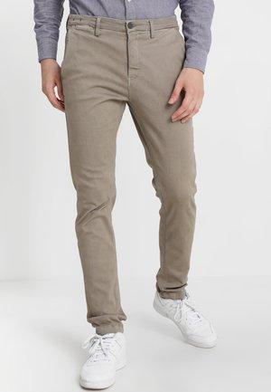 ZEUMAR HYPERFLEX  - Slim fit jeans - khaki