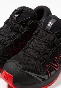 Salomon - XA PRO 3D CSWP - Chaussures de marche - black/high risk red - 6