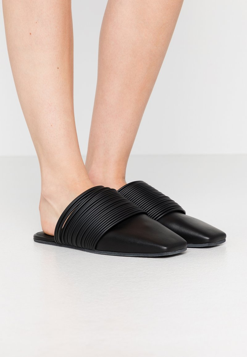 MM6 Maison Margiela - Pantofle - black