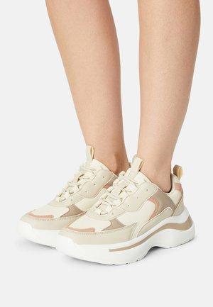 ROCKY - Sneakersy niskie - nude