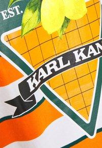 Karl Kani - SMALL SIGNATURE STRIPE TEE UNISEX - Print T-shirt - orange - 7