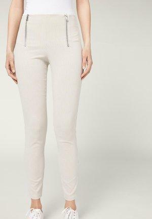 MIT DOPPELTEM REISSVERSCHLUSS - Leggings - Trousers - righe bianco/beige