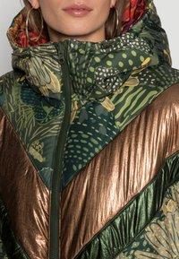 Farm Rio - GREEN COOL LEOPARD REVERSIBLE PUFFER JACKET - Winter jacket - mottled olive - 5