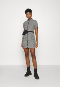 The Ragged Priest - HOUNDSTOOTH SHIRT DRESS STRAPPED POCKETS - Day dress - black/white - 1