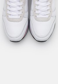 Tommy Hilfiger - ACTIVE - Trainers - white - 4