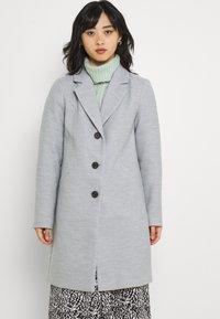 Vero Moda Petite - VMCALACINDY JACKET - Klasický kabát - light grey melange - 0