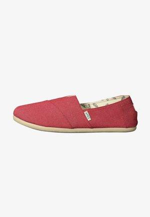 CLASSIC COMBI - Loaferit/pistokkaat - red