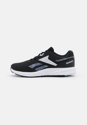 RUNNER 4.0 - Chaussures de running neutres - core black/footwear white