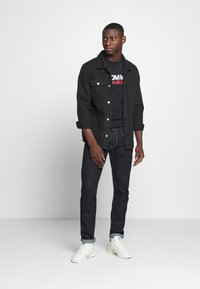 Tommy Jeans - CORP LOGO TEE - Print T-shirt - black - 1