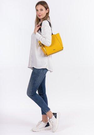 CINDY - Käsilaukku - yellow