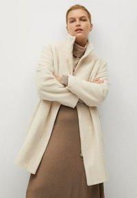 Violeta by Mango - BUCLE - Classic coat - écru - 0