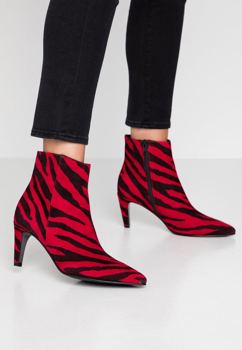 Kennel + Schmenger - LIZ - Classic ankle boots - red