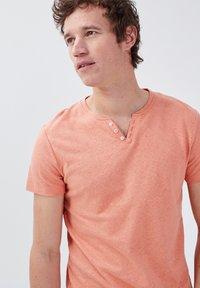 BONOBO Jeans - Basic T-shirt - rose poudrée - 3