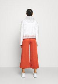 Nike Sportswear - TRANSPARENT - Bomberjacks - white - 2