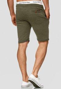 INDICODE JEANS - ALDRICH - Shorts - green - 1