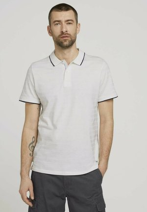 MIT STREIFENSTRUKTUR - Polo shirt - off white