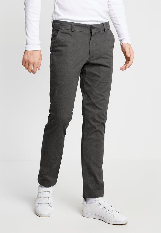 BEST PRESSED INSIGNIA EXTRA SLIM - Pantalones chinos - steelhead