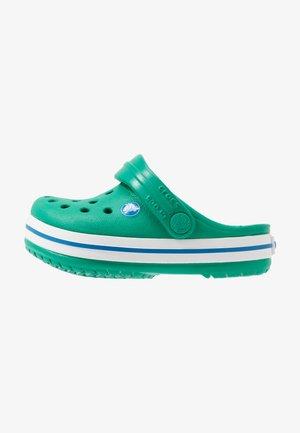 CROCBAND - Sandály do bazénu - deep green/prep blue