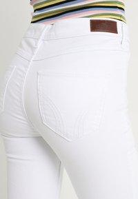 Hollister Co. - HIGH RISE - Skinny džíny - white - 5