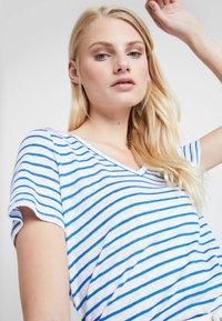 Banana Republic - VEE TEE - Basic T-shirt - bold blue - 4