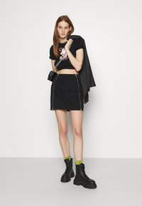 NEW girl ORDER - CROP TEE - Triko s potiskem - black