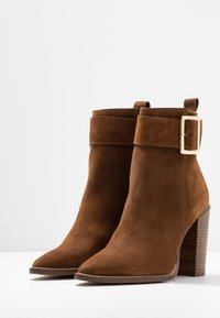 KIOMI - Classic ankle boots - brown - 4