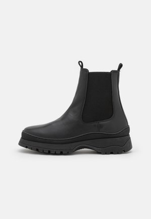 VMBELL BOOT - Platform ankle boots - black