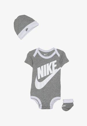 FUTURA LOGO HAT BOOTIE BABY SET - Body - dark grey heather